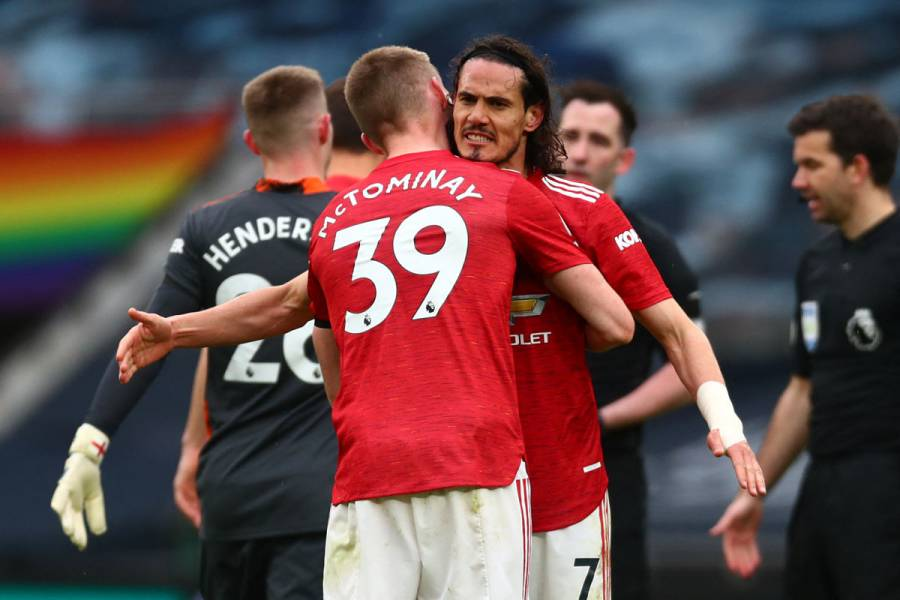 Cavani acerca a Manchester United al subcampeonato en Premier League