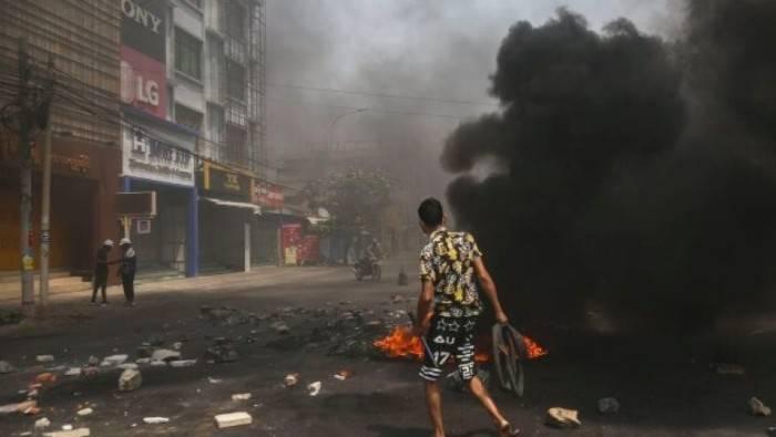 Aseguran que la represión en Myanmar ha dejado más de 700 muertos