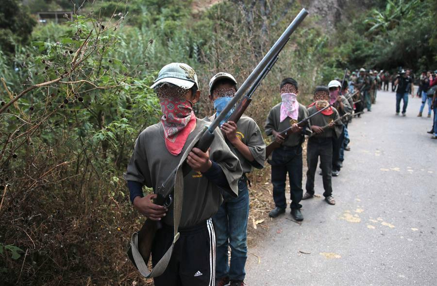 Niños se suman a la policía comunitaria de Guerrero