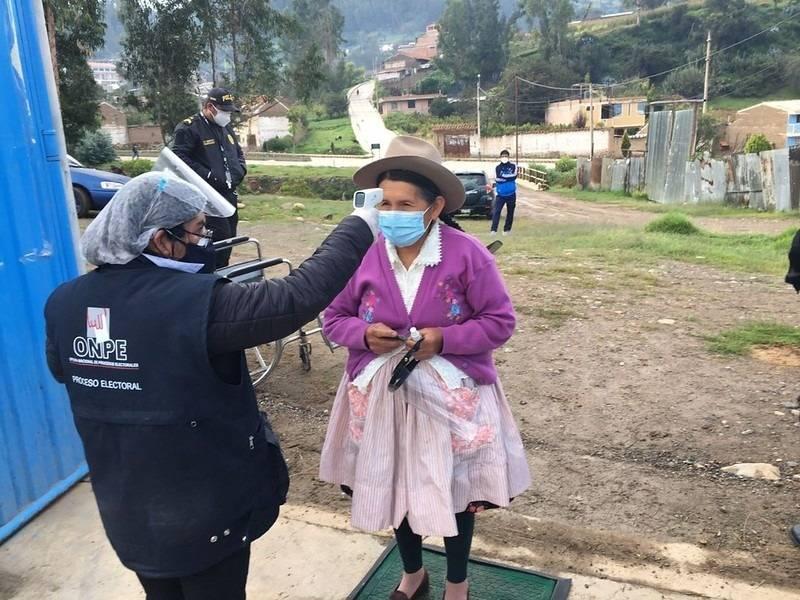 Primer sondeo en Perú indica empate técnico entre los candidatos a la presidencia