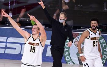 Después de un remontaje, los Celtics vencen a los Nuggets