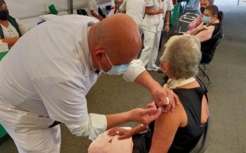 Recibe segunda dosis de la vacuna contra Covid la Secretaria de Gobernación