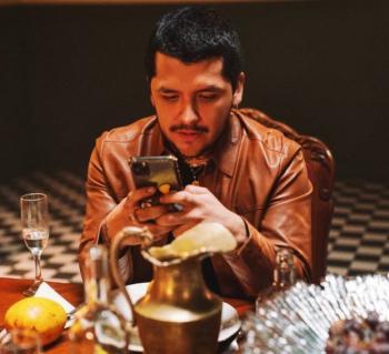 Confiesa Cristian Nodal que le cuesta escribir canciones de desamor; pide ayuda a sus fans