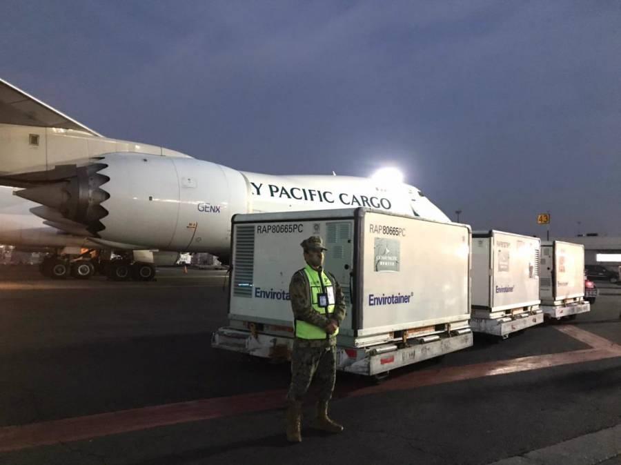 Arriba cargamento de 500 mil vacunas de Sinovac a México