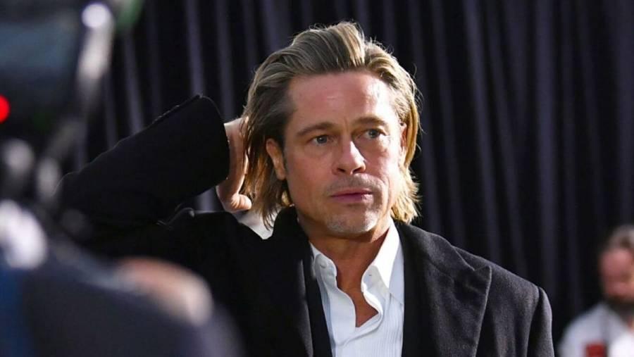 Captan a Brad Pitt saliendo en silla de ruedas de hospital en Los Ángeles