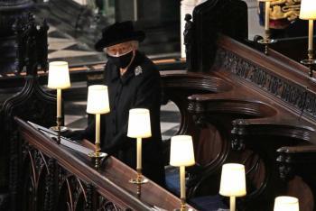 Isabel II se despide del príncipe Felipe