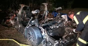 Tesla choca contra un árbol y mueren dos personas, ninguna de ellas iba conduciendo