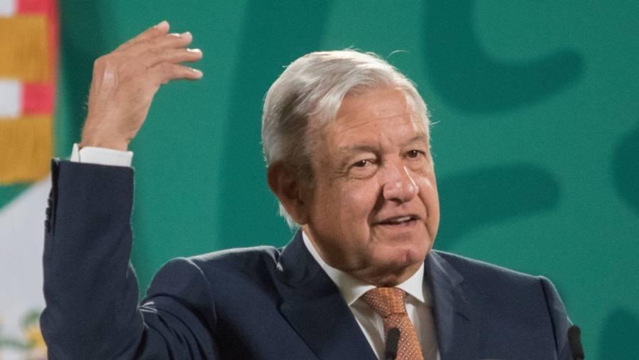 INE dicta medida cautelar contra AMLO por presumir logros durante la veda electoral