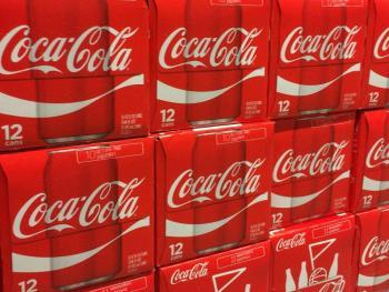 Coca-Cola supera estimaciones de venta tras reapertura de restaurantes y cines