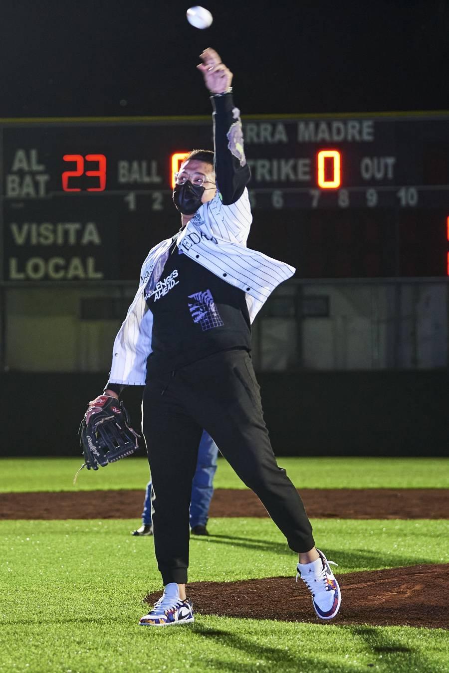 Frente a los Mariners, se luce el mexicano Julio Urías de los Dodgers