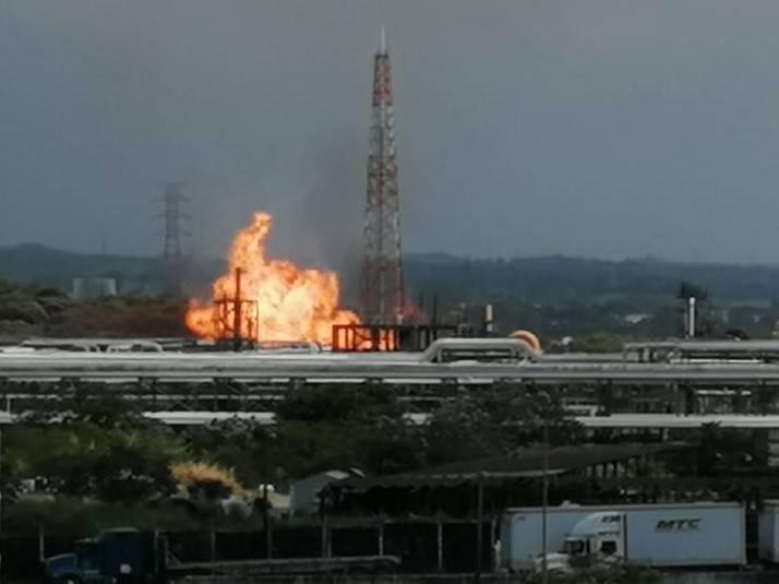 Evacuan complejo petroquímico de Pajaritos en Veracruz, por fuerte explosión e incendio