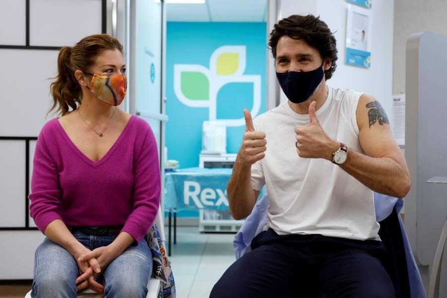 Justin Trudeau recibe primera dosis de la vacuna de AstraZeneca