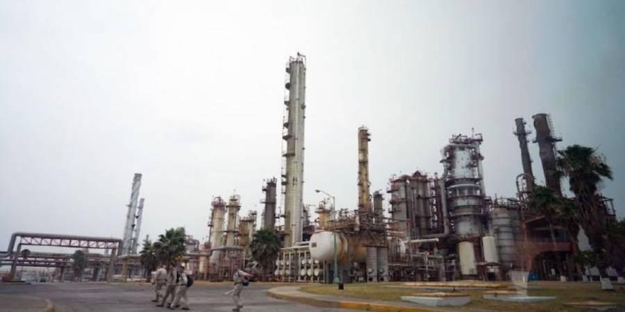 AMLO visitó privada a refinería de Cadereyta, Nuevo León