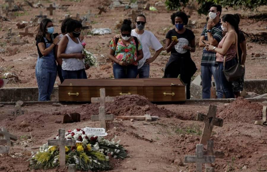 Brasil alcanza nuevo récord mensual de muertos por covid-19