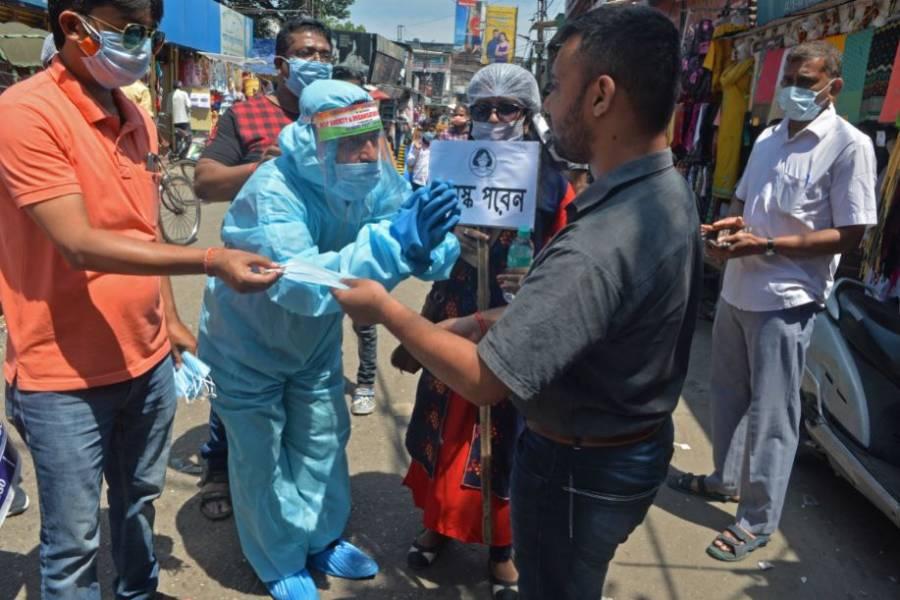 India bate récord diario de muertos por coronavirus