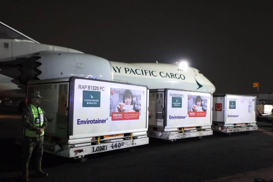 Llegan a México 500 mil dosis de vacuna Sinovac contra COVID-19