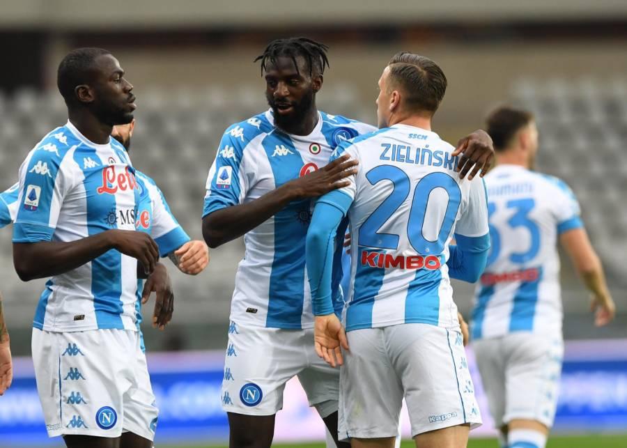 Napoli derrota al Torino y se mete a puestos de Champions League
