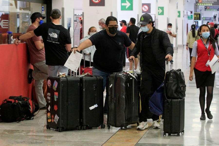 Cancelan vuelos en Aeropuerto de Oaxaca por bloqueo de normalistas