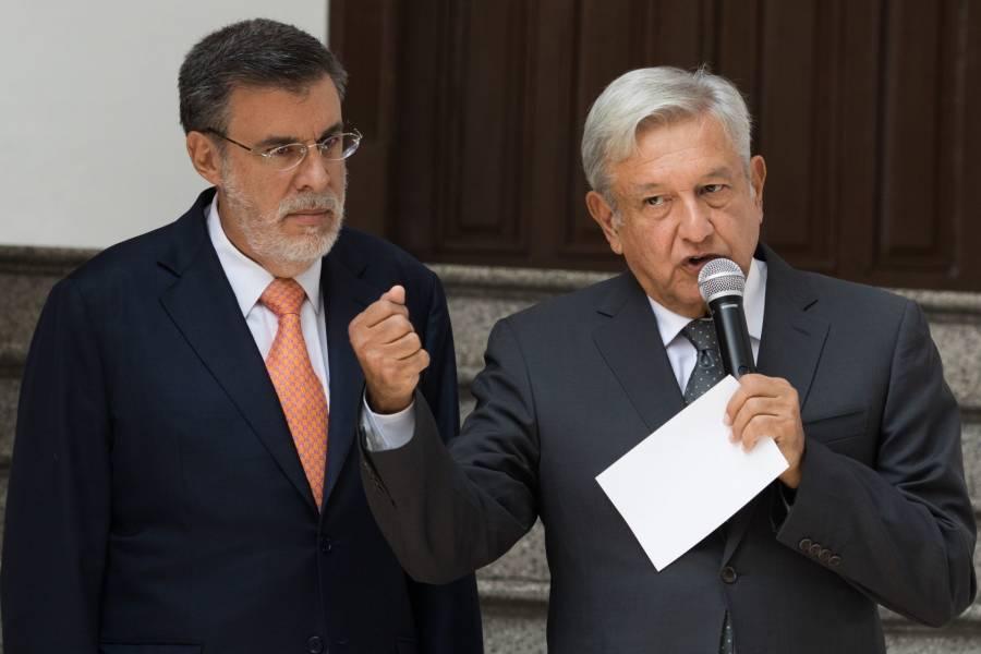 Hay que taparle la boca a los reporteros, dice Julio Scherer Ibarra sobre preguntas en las conferencias de AMLO