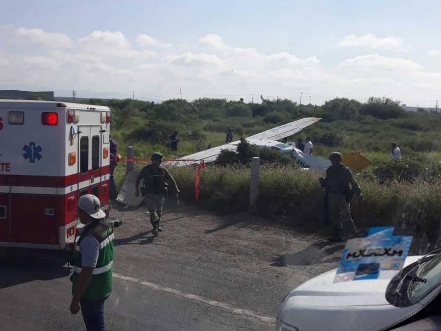 En Nuevo León se desploma avioneta en la carretera a Laredo