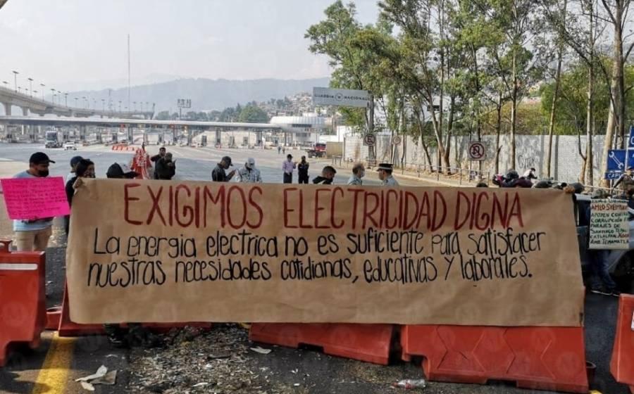 Habitantes de Xochimilco bloquean autopista México-Cuernavaca