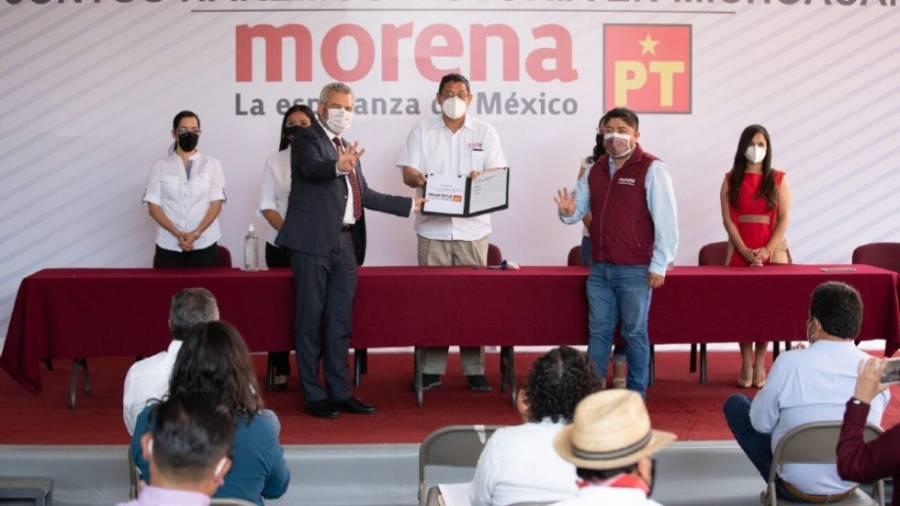 Alfredo Ramírez Bedolla se registra como candidato de Morena en Michoacán