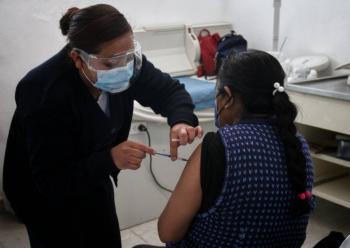 Vacunación en adultos de 50 a 59 años, comenzará en cuatro alcaldías de la CDMX