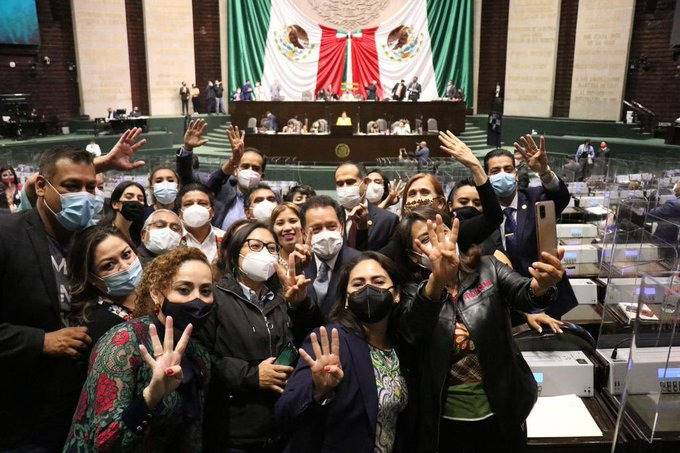 Morena defendió la soberanía, combatió privilegios, desigualdad y corrupción durante este periodo ordinario de sesiones: Mier