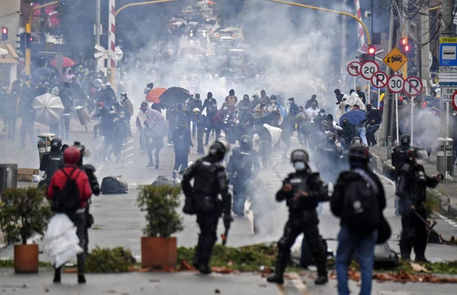 Al menos 19 muertos y 800 heridos en cinco días de disturbios en Colombia