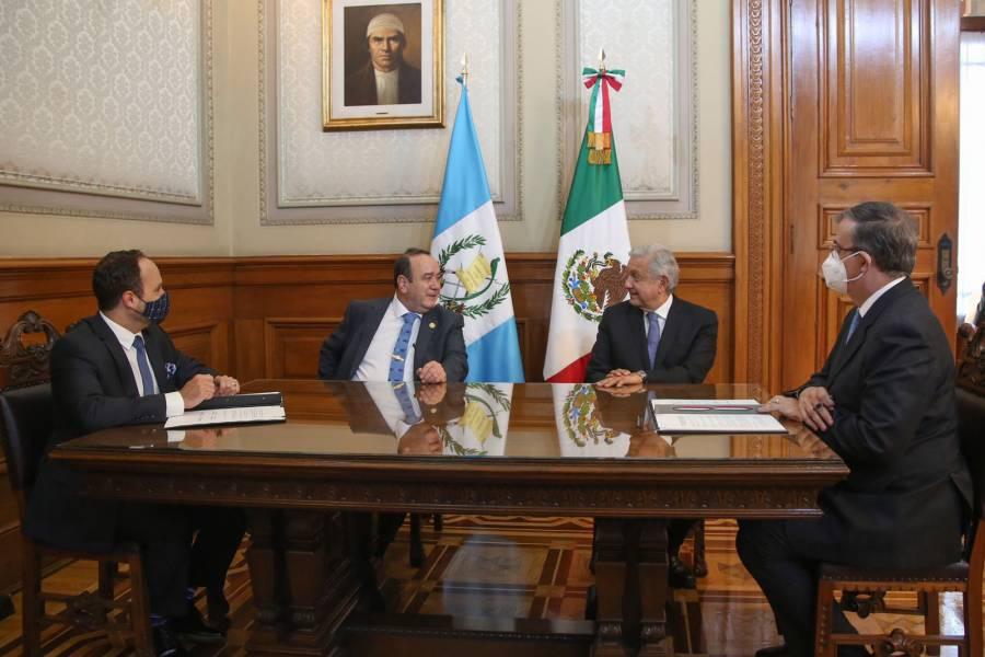 Acuerdan México y Guatemala atender migración irregular