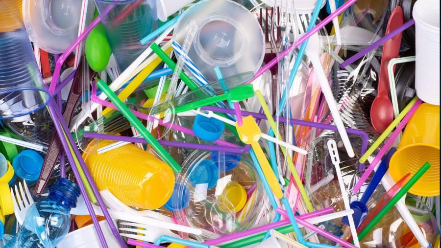 Descubren combinación de bacterias capaces de desintegrar plásticos