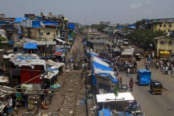 De acuerdo con un estudio, la pandemia de covid-19 lleva a 230 millones de indios a la pobreza