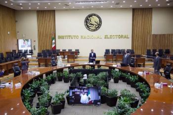"""Presenta Morena iniciativa para poner """"tapaboca"""" a consejeros electorales"""