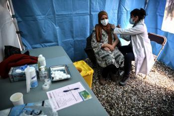 En 24 horas, Francia vacuna contra Covid-19  a 617 mil personas