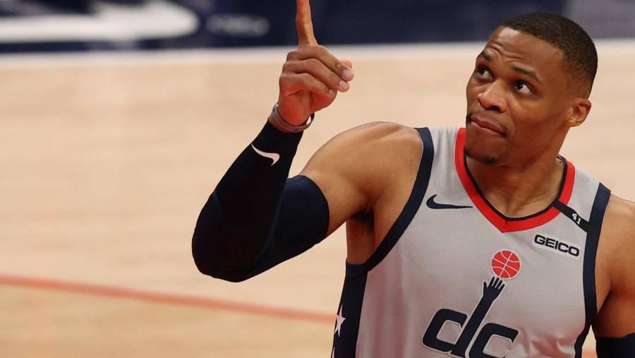 Westbrook iguala el récord en la NBA de triple dobles de Oscar Robertson