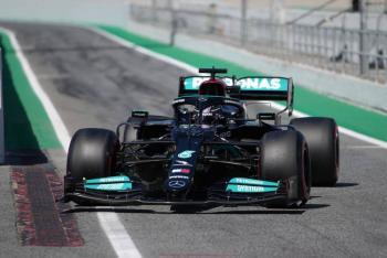 Lewis Hamilton firma su pole position 100 en GP de España; Checo Pérez saldrá 8