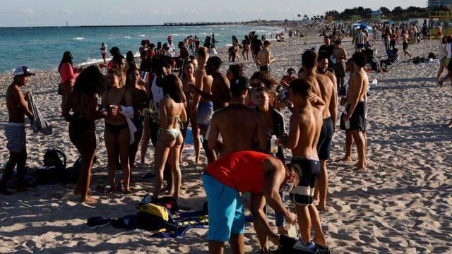 Turistas latinoamericanos viajan a Miami Beach para vacunarse
