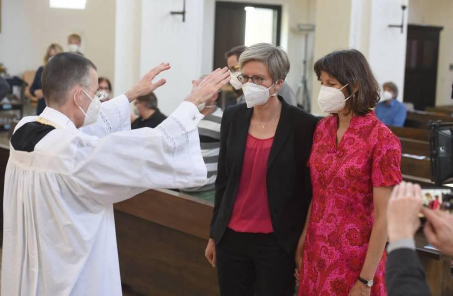 Sacerdotes alemanes desafían al Vaticano respecto a parejas del mismo sexo