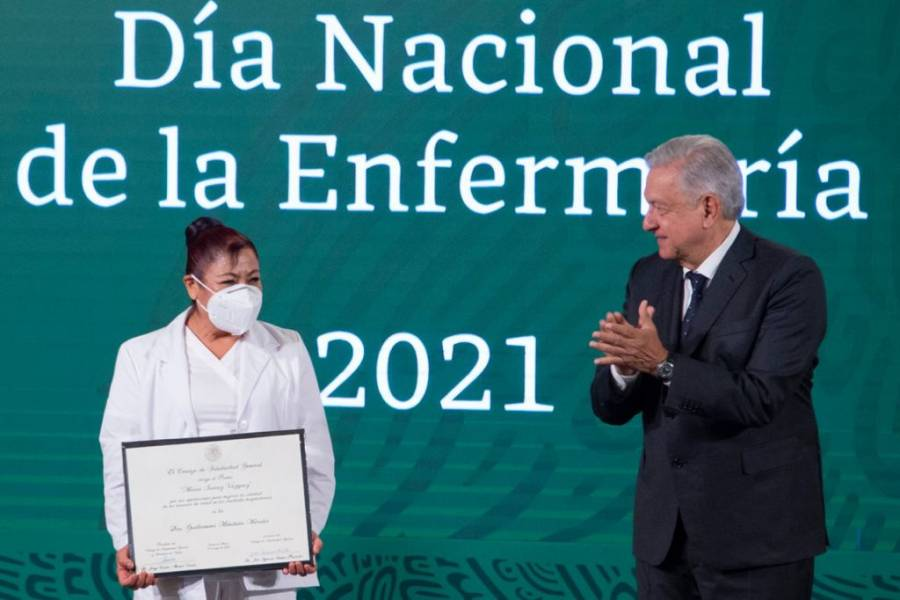 Enfermeras han cumplido en Pandemia: López Obrador