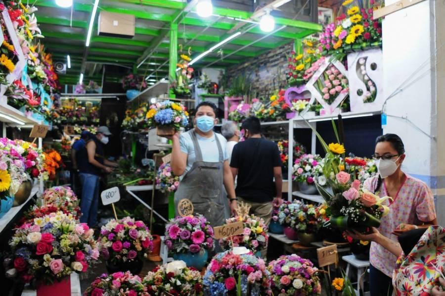 Sedeco realiza operativo en Mercado de Jamaica por el Día de la Madre