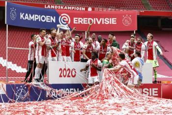 El Ajax funde el trofeo de la Eredivisie para repartirlo a sus aficionados