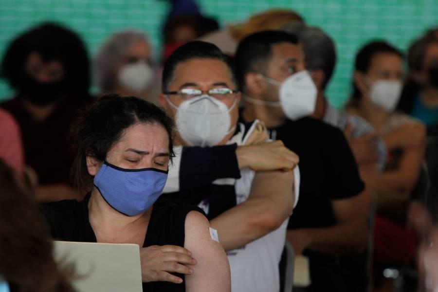 Vacunación de maestros mexiquenses terminaría en una semana, asegura Alfredo del Mazo