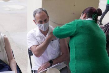 Hugo López-Gatell se vacuna contra Covid-19 en la Ciudad de México