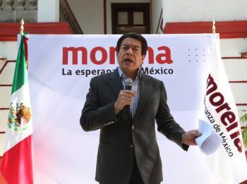 Mario Delgado exige al INE no prejuzgar a De la Garza por entrega de tarjetas