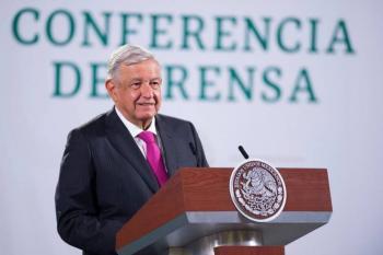 López Obrador asegura que 15 jóvenes sin conocimiento de armas y seguridad, le acompañan