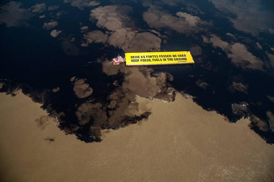 El petróleo sube con ayuda del dólar y perspectivas de mayor demanda en EEUU