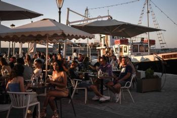 Grecia recibe nuevamente a turistas