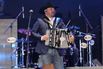 Monterrey: Intocable tuvo su primer concierto presencial; Alex Fernández presenta show de comedia