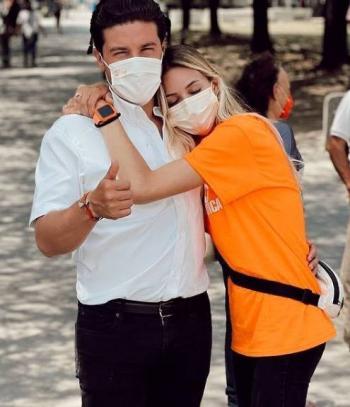 Morena denuncia a Samuel García por 'financiamiento ilícito' de Mariana Rodriguez, su esposa