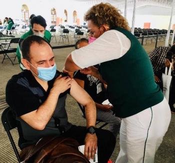 Arturo Herrera, secretario de Hacienda se vacuna contra Covid-19